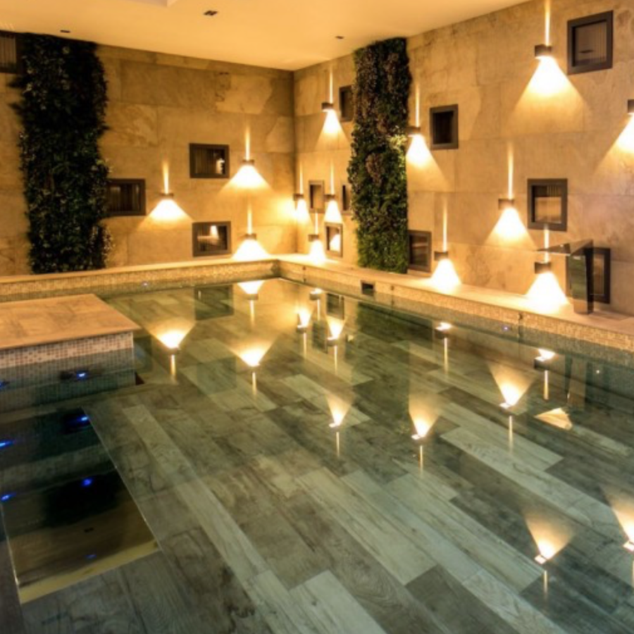Lumières pour un espace piscine